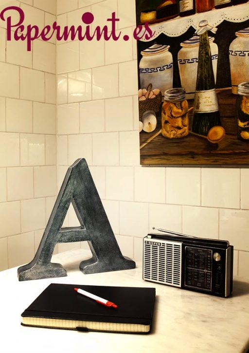 Decoración de cocina con letra A metal